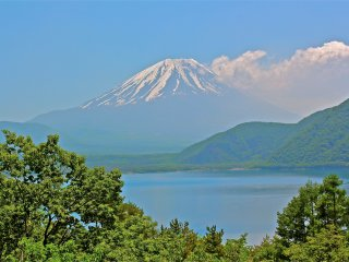 I can stand here all day to gaze at beautiful Mt Fuji.