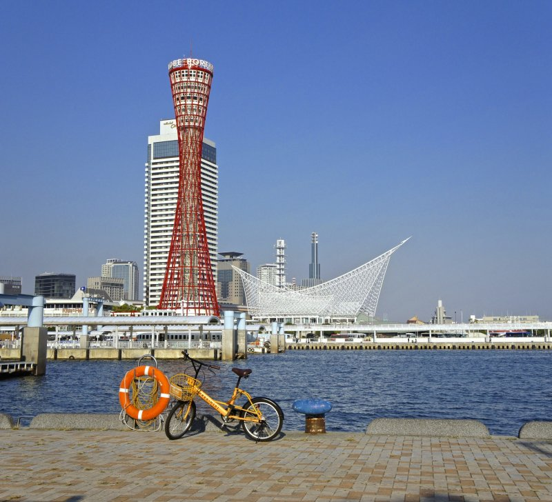 <p>I have many memories of weekends where I used to take my bicycle and ride to the tower in the early morning. The decks on the Mosaic mall from where this picture was taken has many coffee shops to enjoy a hot cup with the beautiful view.</p>