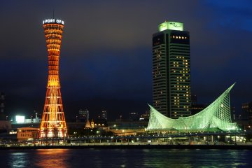 <p>Evening time illumination of the Port Tower of Kobe. The Pacific waterfront proximity to the tower is &nbsp;unique; neither Tokyo&nbsp;Skytree nor Tokyo Tower have that dimension.</p>