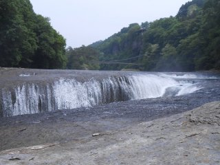 Fukiware-no-taki, or Fukiwari Falls is known as an important natural treasure of Japan.