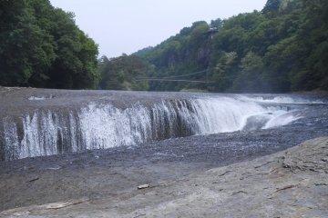 吹割瀑布是日本珍貴的自然財產。