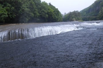 形成高7米,寬30米的大型瀑布,大約需要10000年時間重