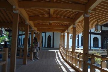 <p>Long wooden corridor surrounding the Main Hall.</p>