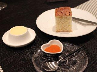 フレンチレストラン「マロニエ」の特長は器の斬新な使い方だ。シンプルでモダンなプレートを多用している。
