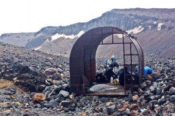 Убежище рядом с вершиной горы Асамы