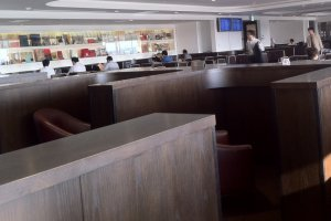 Tokyo Haneda Lounge has a more airy and modern feel like a library without being overly stuffy