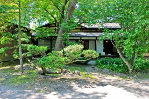 In 'Iwabashi-Ke' you can see a beautifully maintained traditional style Japanese garden