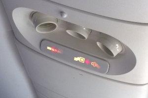 กรุณารัดเข็มขัดและห้ามสูบบุหรี่ภายในห้องโดยสาร