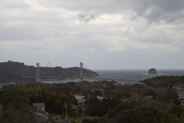 <p>Another view from 90 m up: the land beyond the bridge on the left is Kabe Island</p>