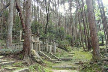 <p>Ernest Fenollosa&#39;s grave, in the graveyard of Homyoin Temple,&nbsp;Otsu, Shiga</p>