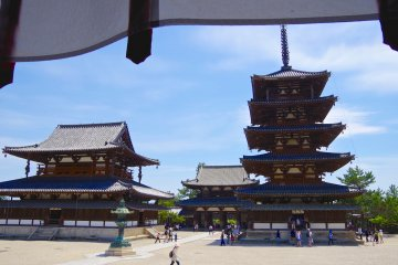 <p>Five-story pagoda and Kon-do Hall in Sai-in Precinct</p>