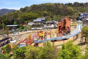 The various playground equipment at Jinzan Park Kochi