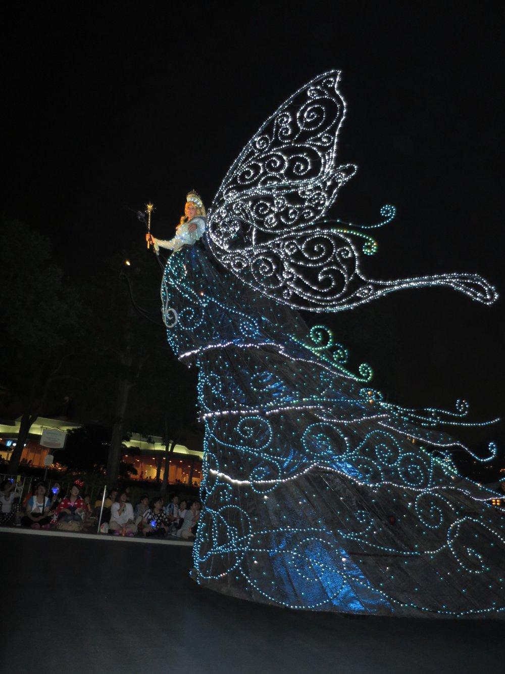 東京ディズニーランドのエレクトリカルパレード: ブルーの妖精