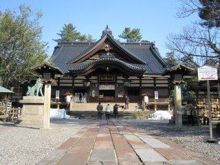 배전. 메이지가 되어 황폐해 있던 타츠미 하치만을 재건하려는 계획이 부상하였다. 1873년에 재건이 이루어지다