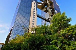 """แหงนหน้ามองดู """"Umeda Sky Building"""""""