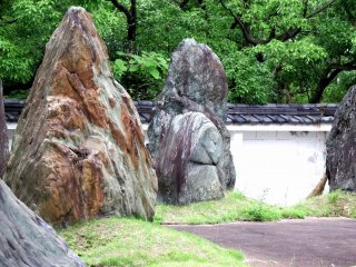 Colorful stones quarried in Tokushima. The stones used for the stone walls of Tokushima Castle are also colorful like these