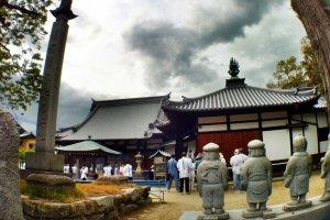Pilgrims at Kokubun-ji in Imabari