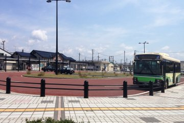 <p>To get to the chapel on time, take the train or bus to Tsuchizaki&nbsp;Railway Station (West Exit)</p>