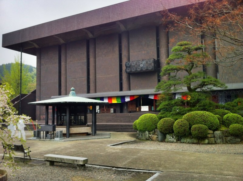 The Main Hall and Daishi-do of Koon-ji