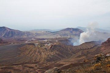Вулканическая пустыня и Нака-дакэ