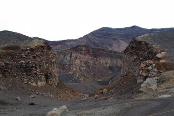 Вид на кратер из другого кратера