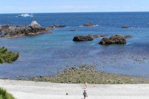 Sunny day during low season - Ishijirogawa Beach
