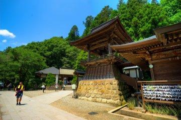 <p>Hike entranceway</p>