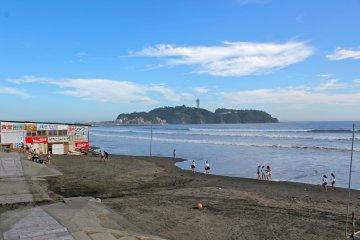 Shonankaigan & Kugenemakaiganbeaches offer wonderful views of the popular tourist attraction, Enoshima Island