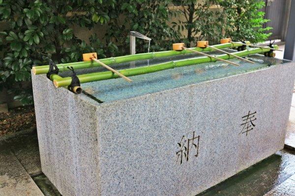 赤城神社前的手水舍
