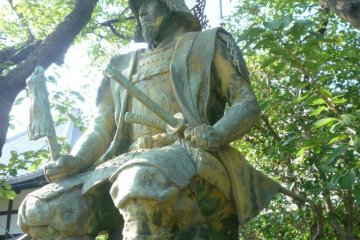 Statue of Kato Kiyomasa at nearby Myogyoji Temple.