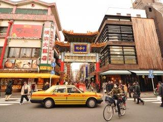 L'une des dix portes (pairo) délimitant le quartier selon les principes du feng shui