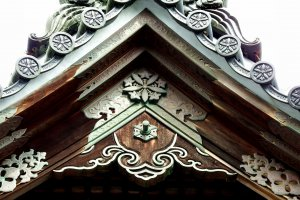 Beautiful bronze ornaments on the roof of a temple building