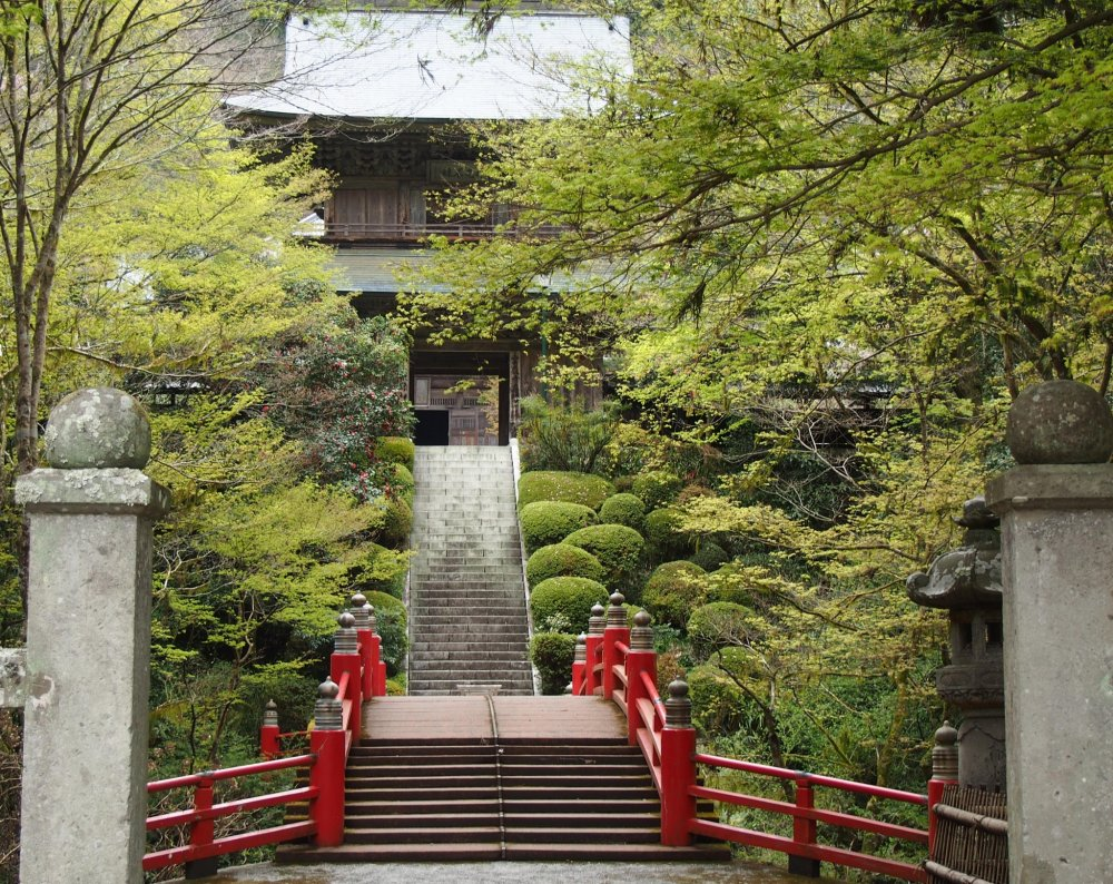 UnganjiTemple is a beautiful place, with peaceful and stunning gardens all year round. In the Edo period, haiku poet Bashoalso visited here during his long journey north