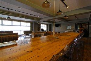 โต๊ะยาวในห้องกินข้าวหรือจะอาจจะแค่อยากหาใครซักคนที่นั่งคุยด้วย