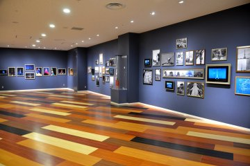 <p>Public gallery showcasing Tokyo Tower of yesteryears</p>