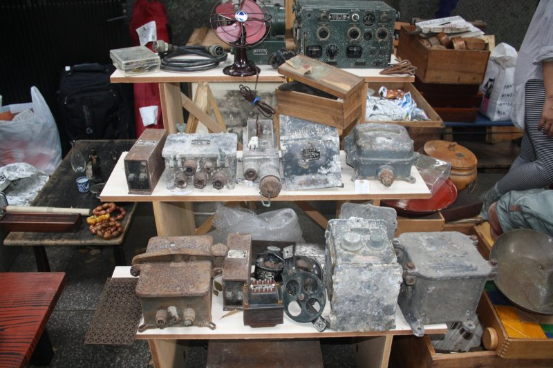 <p>Antique radios and other collectibles</p>
