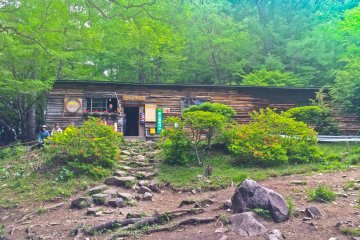 <p>&#39;Fujimi-hira&#39; mountain hut; popular place with many hikers and campers</p>