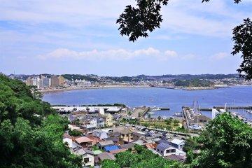 <p>中津岛路上看到的江之岛</p>