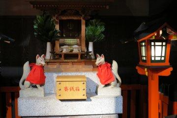 <p>隅于一角的小型稻荷神社</p>