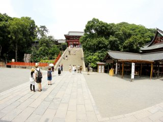 This is a very wide view of Hachimangu Shrine and the people visiting.