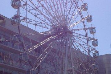 Sunshine through the Sunshine Sakae Ferris Wheel