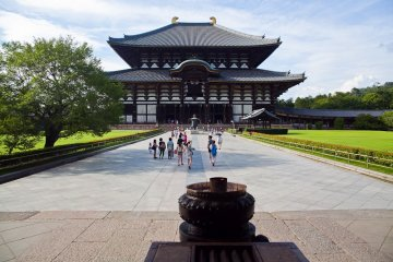 <p>El exterior del templo Todaiji de cara al sal&oacute;n Daibutsuden o Sal&oacute;n del gran Buda</p>
