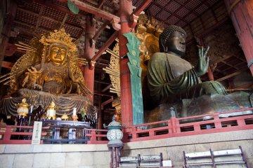 <p>Dentro del templo Todaiji</p>