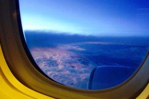 ภาพท้องฟ้านอกหน้าต่างตอนเช้าๆ สวยงามน่าประทับใจ