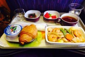 อาหารเช้าก่อนเครื่องลงจอด