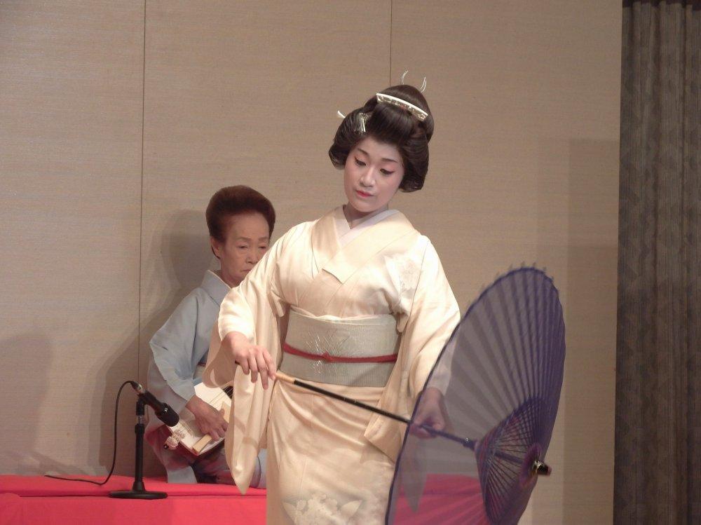 약해 보이는 일본미녀!