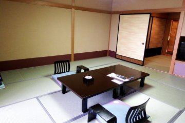 <p>Spacious Japanese room of Hotel Matsuya SenSen. Western rooms with twin beds are also available in this hotel</p>