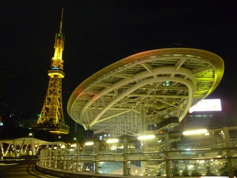 Spaceship Enterprise, or Spaceship Aqua? Oasis 21 with Nagoya's TV Tower behind it.