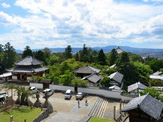 Vue depuis le balcon du Nigatsu-dō