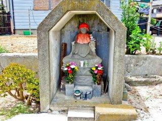 A 'mini-Shrine' found near southern approach at'Kannonzaki-dori'